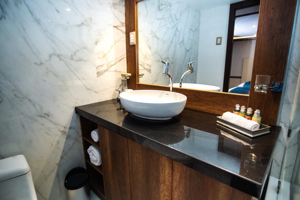 Grand Majestic cabin-bathroom-1