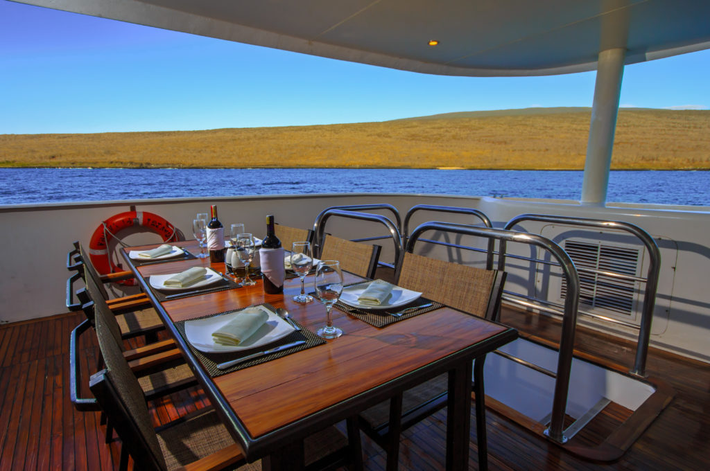 Treasure_of_Galapagos-2017-Al_fresco_dining-3