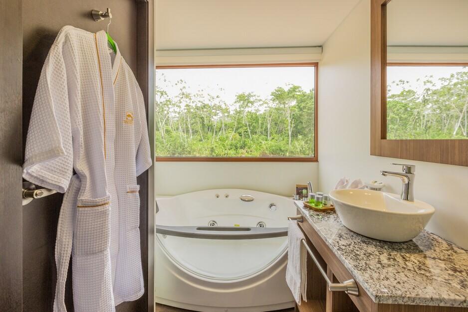 Deluxe Cabin Bathroom_Manatee