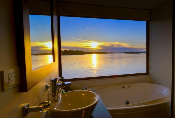 Deluxe Suite Bathroom 1_Anakonda