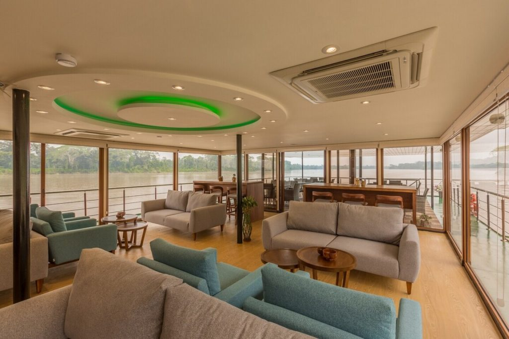 Lounge_Manatee