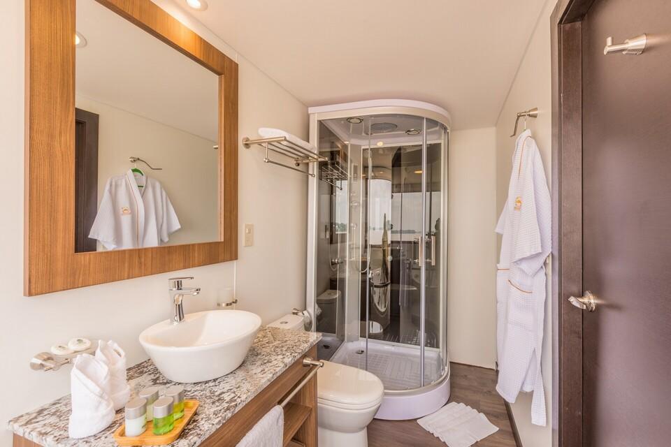 Standard Bathroom_Manatee